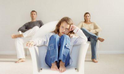 Изображение - Как отказаться от усыновленного ребенка rebenok_v_sude_1_09130244-400x238